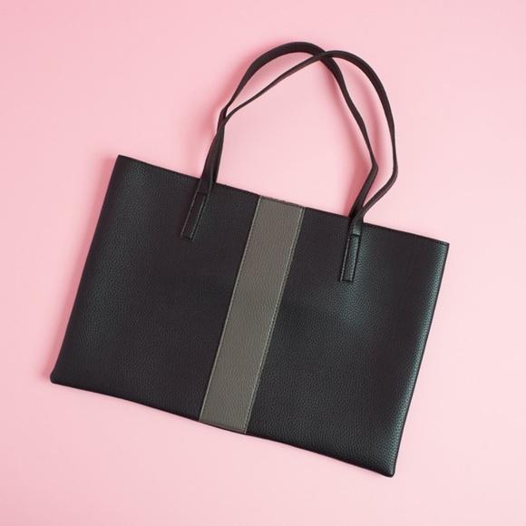 Vince Camuto Handbags - 🆕 VINCE CAMUTO Vegan Pebble Leather Slim Tote Bag